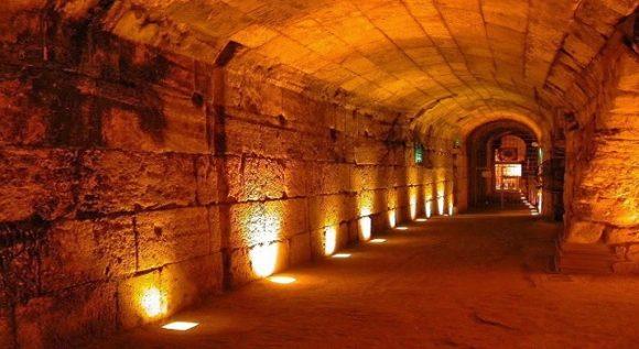 Västra murens tunnlar ger en känsla av historiens vingslag