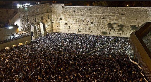 Västra muren i Jerusalem är en stödmur till Tempelplatsen