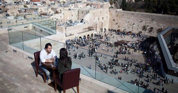 Aish HaTorah med spektakulär utsikt över Västra muren